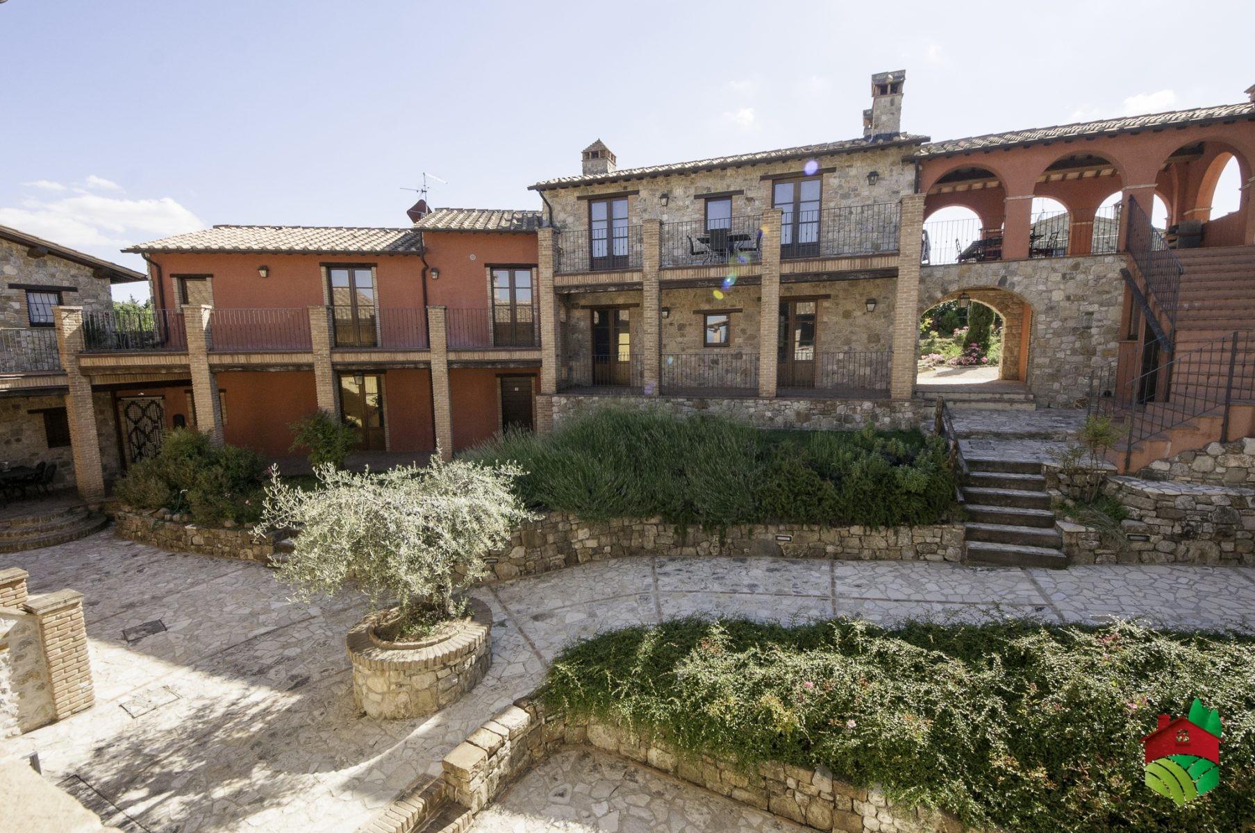 Vecchio stile ripalvella immobiliare valle umbra for Porticati vecchio stile